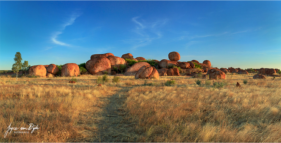 Devils-Marbles-Pano-1