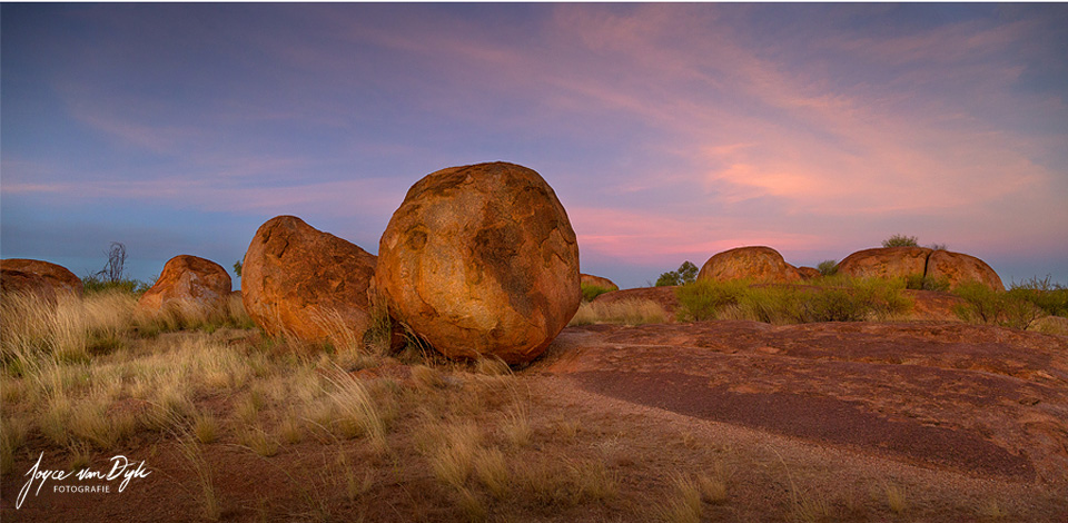 Sunset-Devils-Marbles-Pano